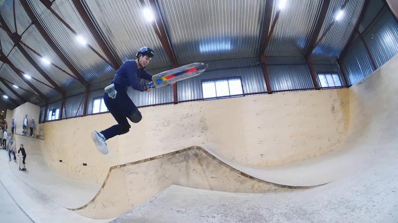 трюки на самокате в скейтпарке ksspark 20190209