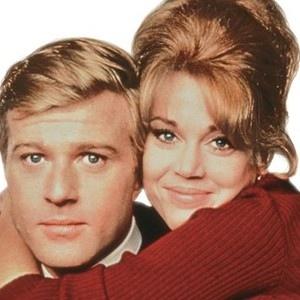Босиком по парку (1967) Молодая супружеская пара переезжает в квартиру на пятом этаже, под самым чердаком. Супруги совершенно не совпадают характерами. Кори ищет перемен и новых впечатлений.
