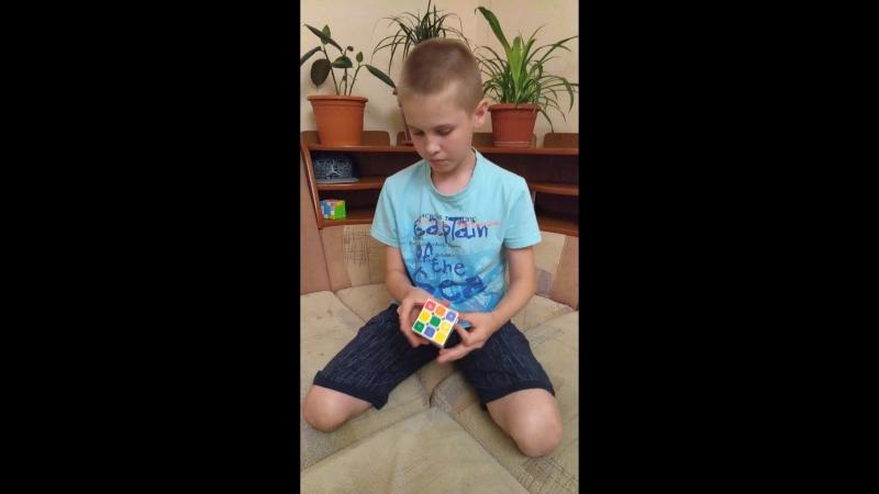 Будущий блогер ютуба!)разборка и сборка кубика рубика!))
