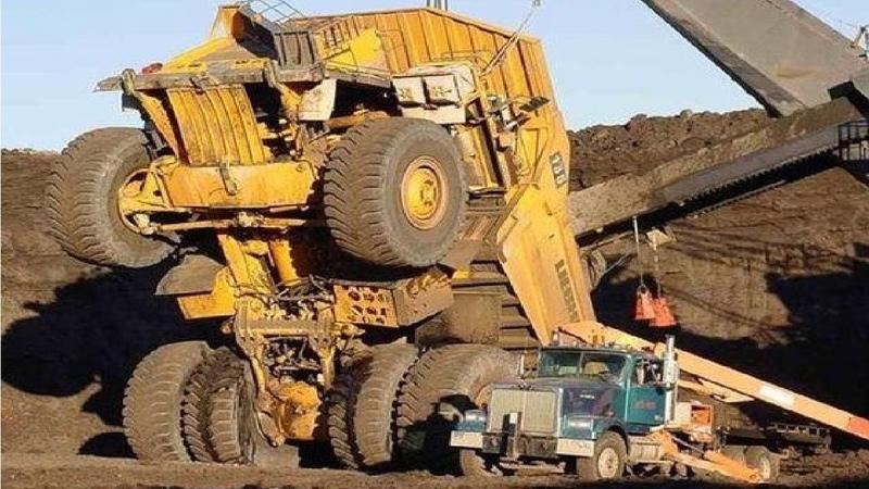Extreme Dangerous Climbers Dump Truck Bulldozer Operator Largest Heavy Equipment Machines Monster