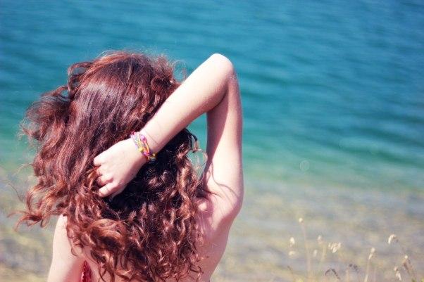 фото сзади красивых кудрявых девушек - 7