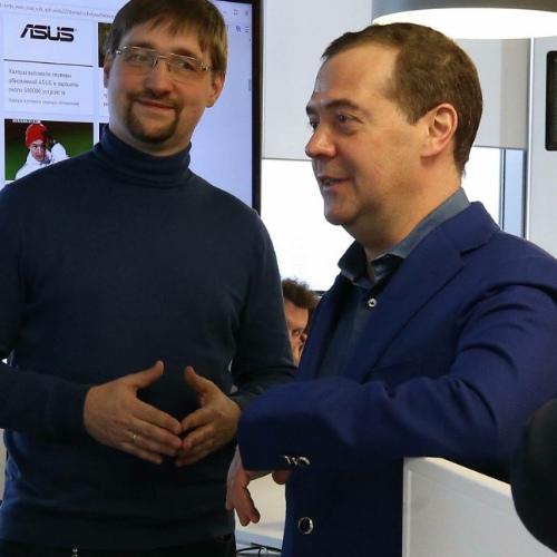 Mail.Ru Group на встрече с Медведевым впервые показала голосового помощника «Маруся»