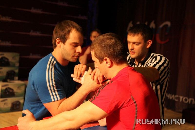 Ivan Matyushenko - Anas 2013 - Armwrestling tournament in Chistopol