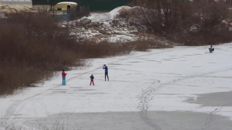 Первые лыжники на реке-2018! ГужевTV