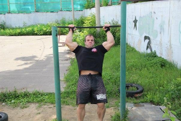 Denis Cyplenkov doing Muscle Ups