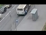 Автобус зажал руку бабушке (06.05.2018)