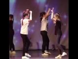 Кто хочет научиться танцевать так же чувственно, как наши девочки? .Добро пожаловать к нам в Дэнс-класс! Музыка конечно оригина