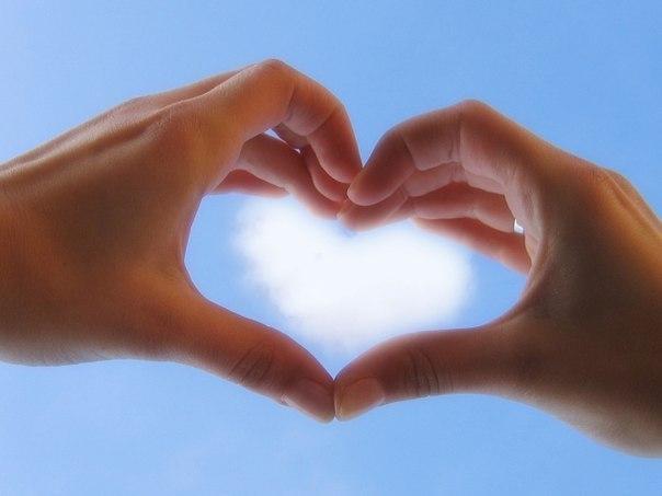 🌺 НЕ БОЙТЕСЬ ЛЮБИТЬ. Когда вы чувствуете себя несчастным и покинутым, постарайтесь сделать что-нибудь с любовью. Произнесите хотя бы одно слово с любовью, просто подумайте с любовью о ком-нибудь. Открывайте сердце и старайтесь пробудить в нём любовь. Для этого нужно перестать видеть в других и в себе только недостатки и ошибки. Одни люди могут нам нравиться, другие – нет. Легко любить людей, которые нам нравятся. Но любить ближнего – не значит восхищаться им. Трудно восхищаться убийцей или…