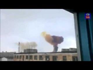 22 08 2014 Боевая ракета летит над жилыми кварталами