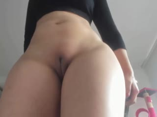 Perfect body girl masturbating on webcam
