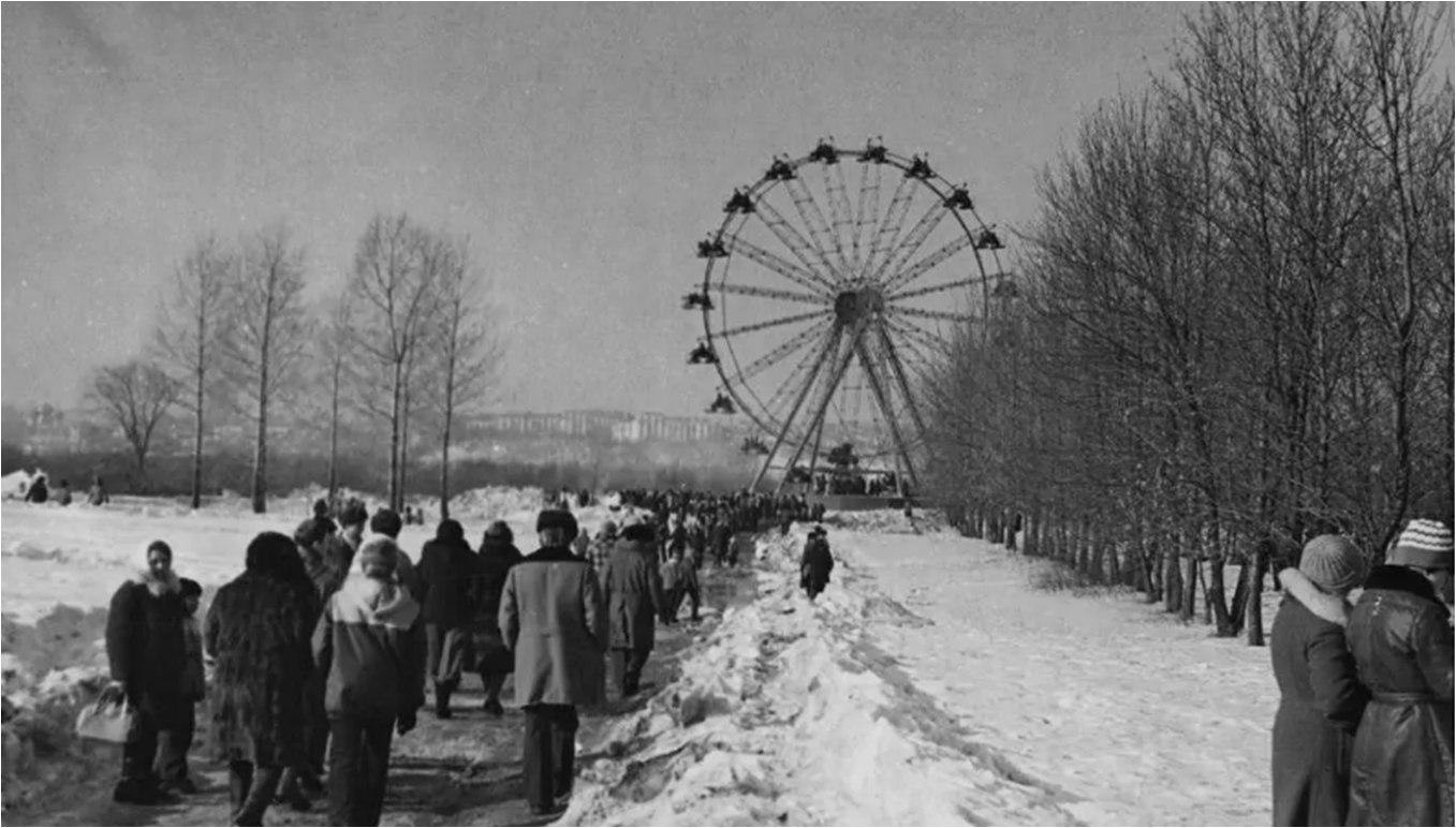 У нас появилось еще одно старое фото города 1980 года.