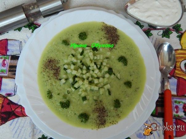 Зеленый гаспачо Легкий, приятный холодный суп из огурцов и перца будет уместен в жаркий летний день!