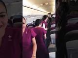 الطيار يطلب المضيفة أمام ركاب الطائرة ....لكن حدث ما لم يكن في الحسبان 🤗