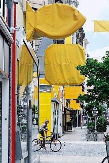 Этот чудесный проект городской антирекламной терапии был реализован в 2005 году в вене Кристофом штейбренером и Райнером демпфом. 02
