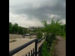 Полицейден қашқан жігіт көлігімен өзенге түсіп кетті видео