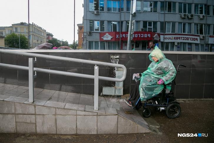 Красноярских инвалидов освободили от обязанности подавать заявление на пособия