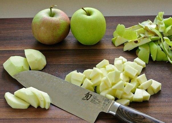 Яблочный штрудель Ингредиенты: 2 листа слоеного теста, разморозить до