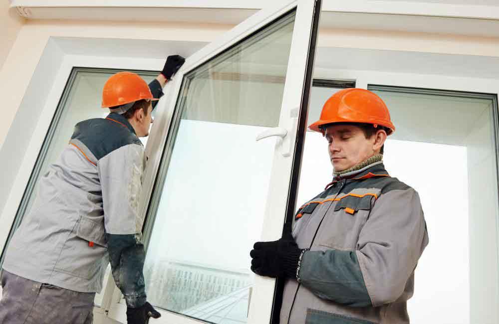 Окна из поликарбоната очень трудно сломать.