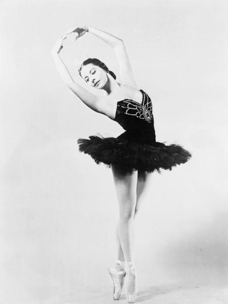 АЛИСИЯ АЛОНСО ЛЕГЕНДА КУБИНСКОГО БАЛЕТА 17 октября 2019 года в возрасте 98 лет скончалась балерина Алисия Алонсо. Ее имя одно из великих имен XX века. Родившаяся на Кубе балерина начала слепнуть
