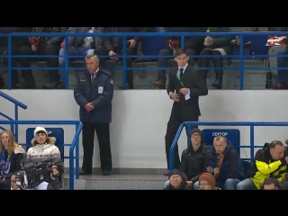 Охранник танцует на хоккее под Майкла Джексона