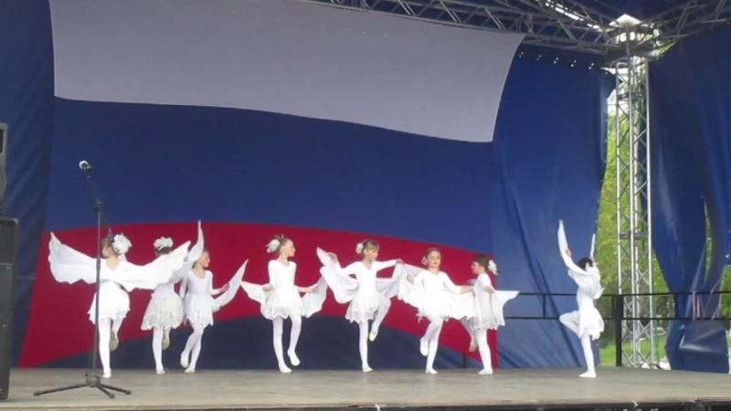 Дк Динамо! ~ Танцевальный колектив. ( Аист на крыше ~ Танец)