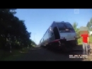 Полицейский в последнюю секунду спас мужчину от поезда