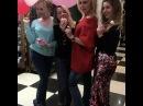 Очаровательная Дарья Пынзарь устроила мини-фотоссесию с подругами на девичнике