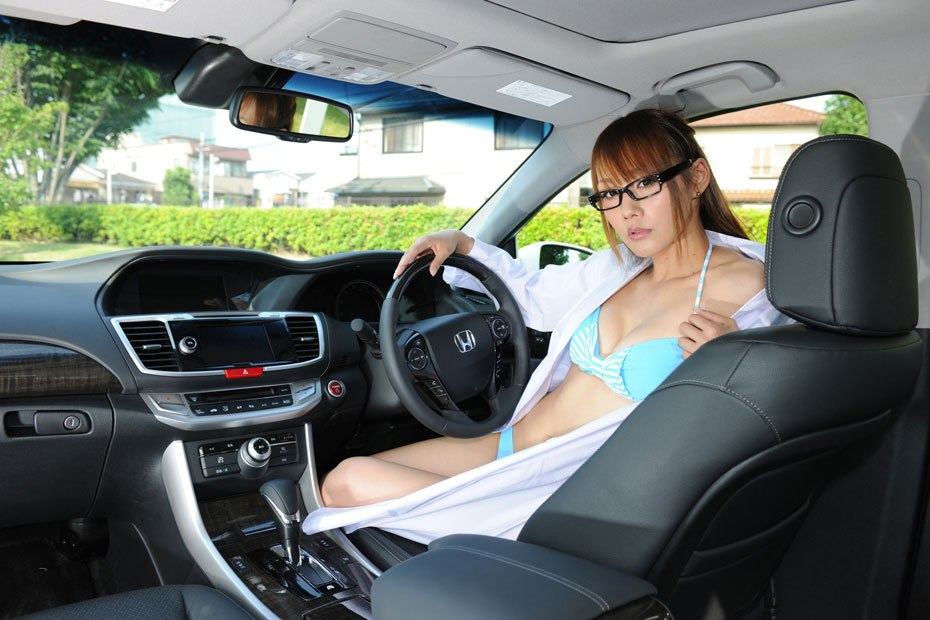 Салон Honda Accord Hybrid 2013