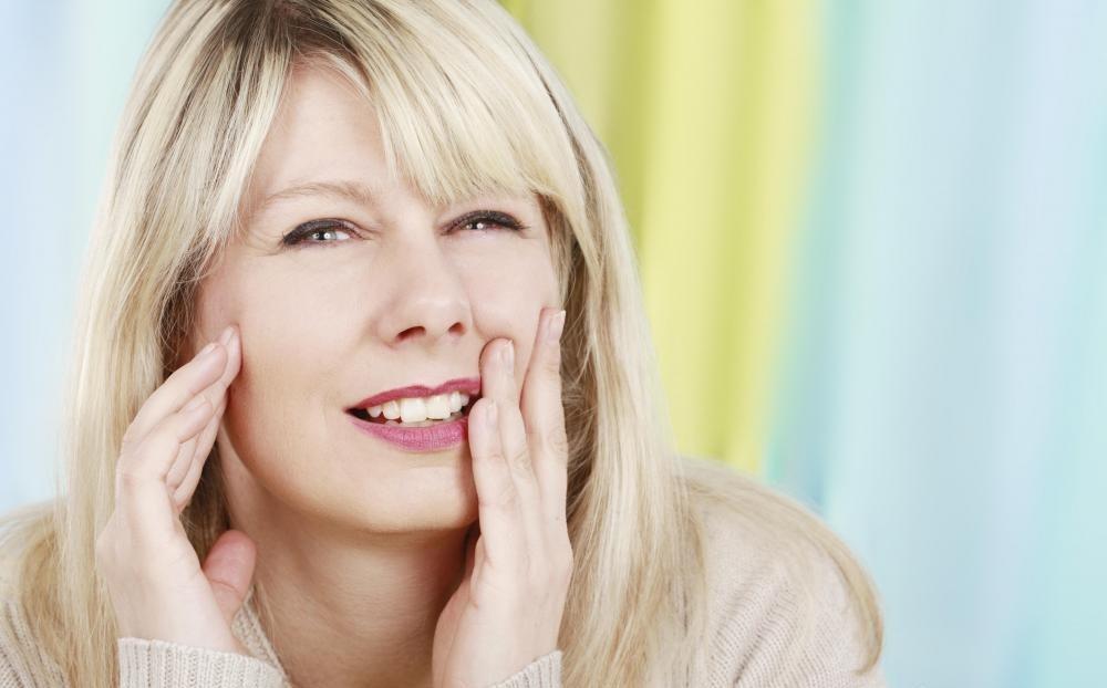 Зубная боль может возникнуть по ряду причин.