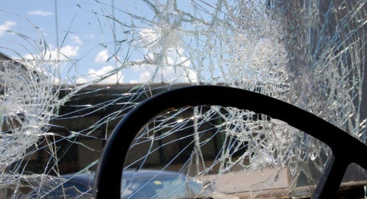 В Зеленчукской мужчина попал под колеса автомобиля