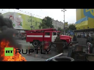 31.05. Ukraine: Maidan activists set barricades alight in Kiev