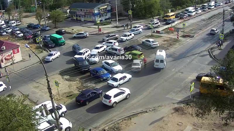 Гражданский разрулил пробку на Яблочкова