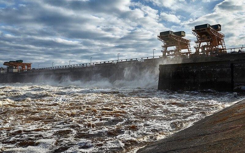 На плотине в Дубне открыты щиты и значительно увеличен объем сбрасываемой в Волгу воды