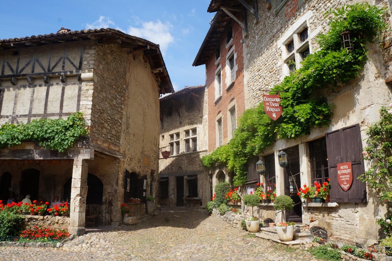 Перуж - самый кинематографичный городок Франции