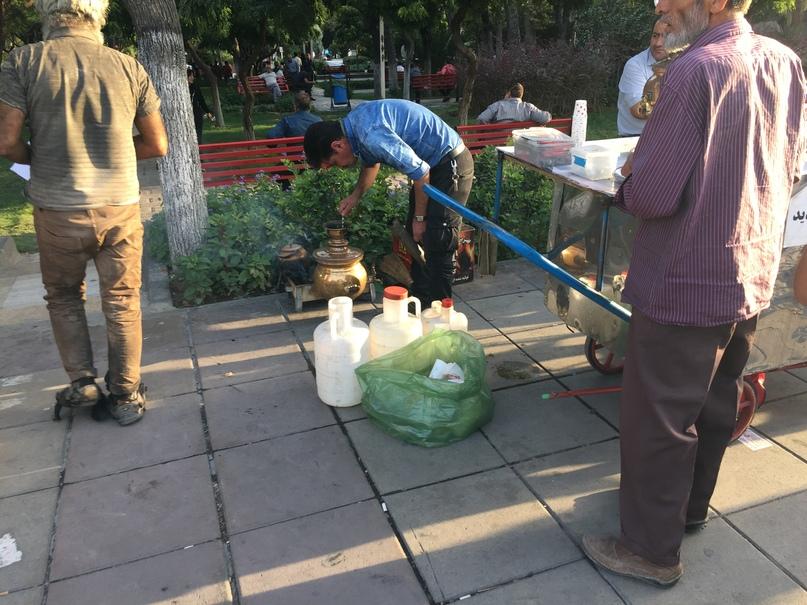 Новые открытия. Продают чай из самоваров на улицах