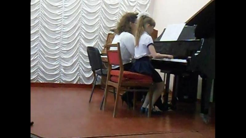 Дуэт в составе Ушаковой Алеси и Девотченко Е Н