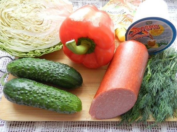 Салат с копченой колбасой и огурцами. Салат с
