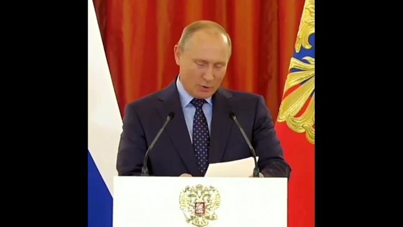Путин: «Напугали сладкого! К маме нужно»: Президент и ребенок во время вручения орденов «Родительская слава»