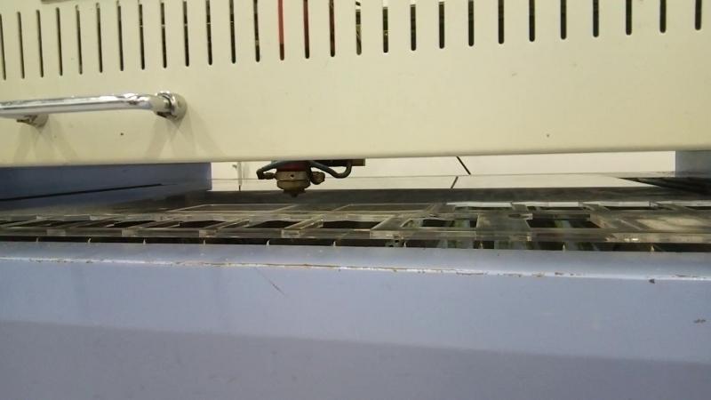 На лазерном станке вырезаем герметичный люк для технологических отверстий палубы автономного беспилотного судна.