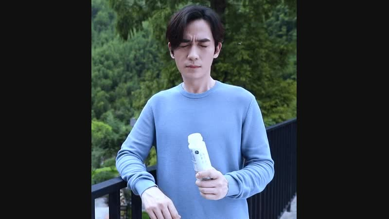 Youre so sweet, even bees want to kiss you. - Good morning.朱一龙 zhuyilong