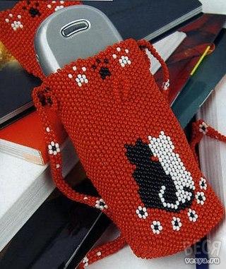Мастер класс - чехол из бисера для телефона в качестве декоративного украшения или подарка.