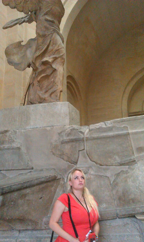 Елена Руденко. Франция. Париж. Музей Лувр. 2013 г. июнь. IkGTEltg-co