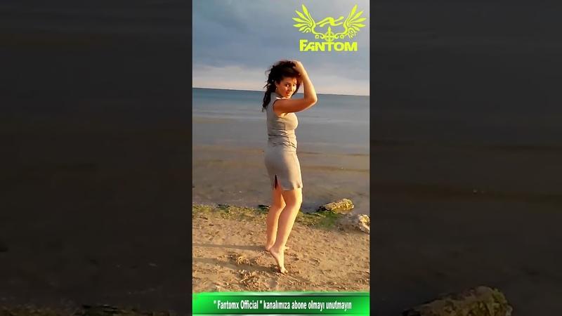 Deniz Kenarında Tokat Sarması Oyunu ile Çoşan Güzel Kız