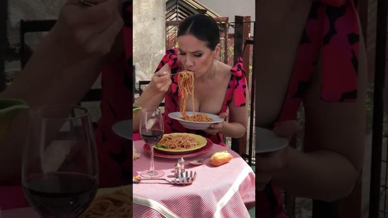 Natalia Oreiro en su cuenta de VK Как вкуснооооо 🍝 Que ricooooooo 🍝