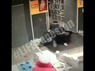 Когда два молодых охранника - кавказца не могут ничего сделать со старым русским медведем в очках [MDK DAGESTAN]
