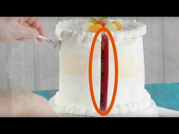 Режем этот красивый тортик. При виде начинки люди со стульев попадают!