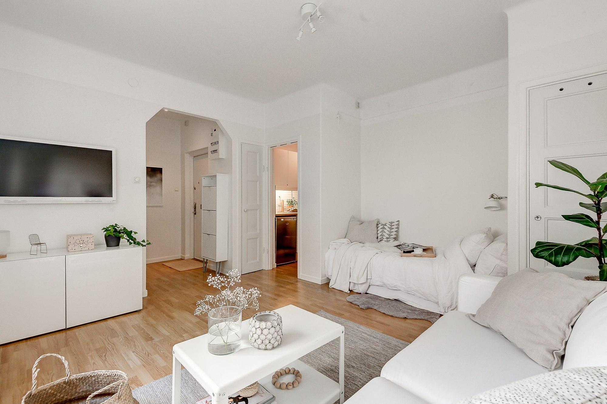 Светлый шведский интерьер квартиры-студии 23 м.
