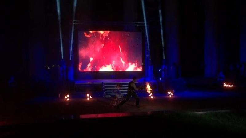 Фестиваль уличного кино в Новокузнецке. Фаер- шоу «FENRIR» и САЛЮТ