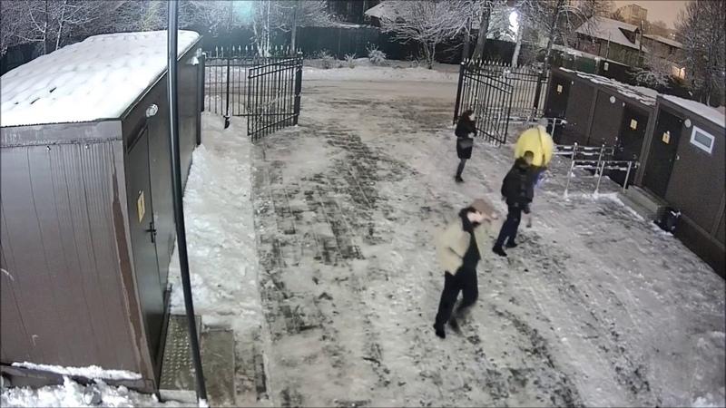 Оторвали настенный обогреватель из туалета парка «Покровский»