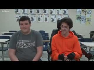 В сша школьник копил два года, чтобы подарить другу инвалидное кресло